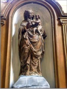 statue VIERGE AU RAISIN